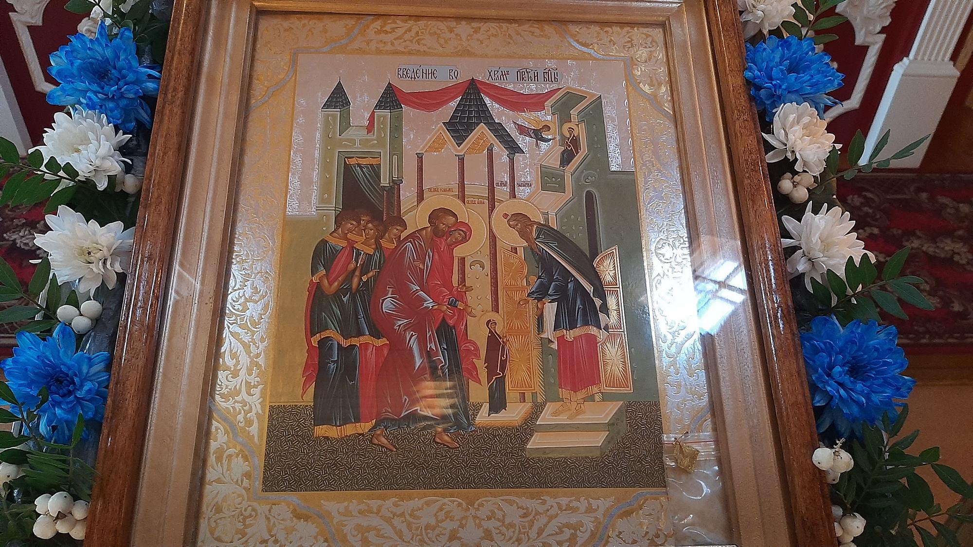 Фото с праздничной Литургии на праздник Введения во Храм Пресвятой Богородицы